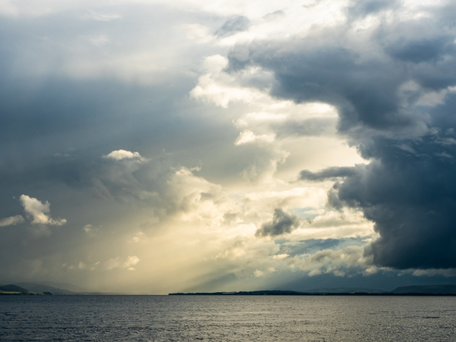 Dramatic Cloud Formation over the Tay from Dundee, Scotland. DD097